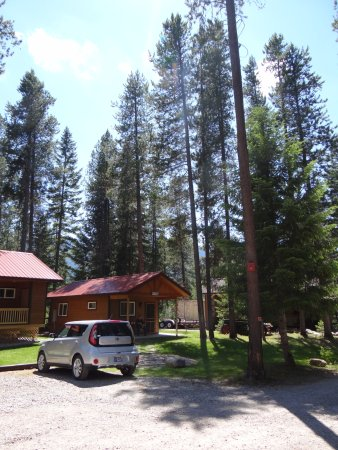 Hungry Horse, MT: Our Couples cabin and neaby parking