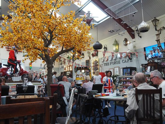 Oswestry, UK: Interesting decor in the café.