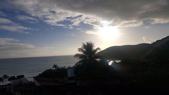 Bamboo Flat: Esta, es la vista de un amanecer desde el balcón de la habitación.