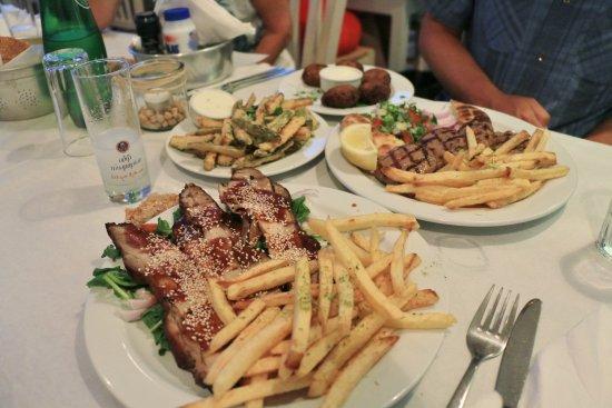 Piso Livadi, Yunani: Grillades