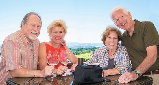 Dayton, Орегон: Our foursome enjoying the wines of Domaine Drouhin