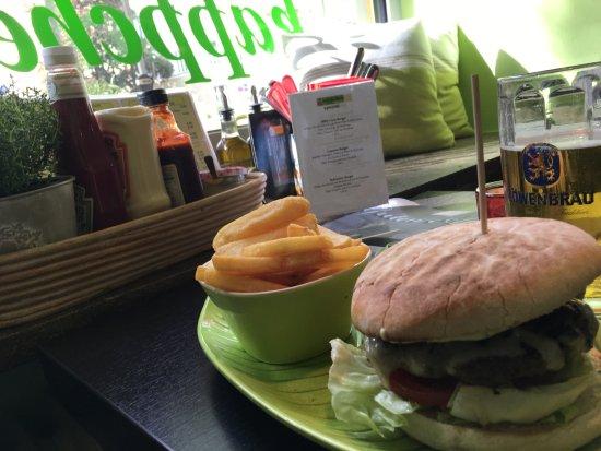 Rotkaeppchen BurgerGrill: Am Tisch