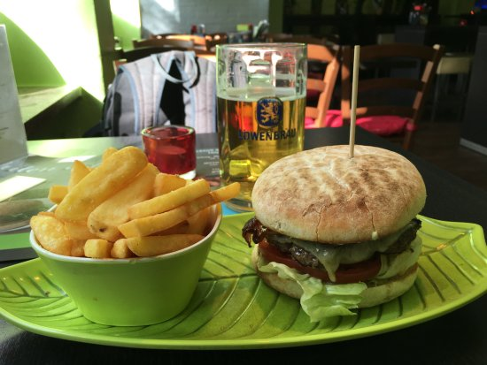 Rotkaeppchen BurgerGrill: Die Burger sind der Hammer, die Fritten ebenfalls in Ordnung