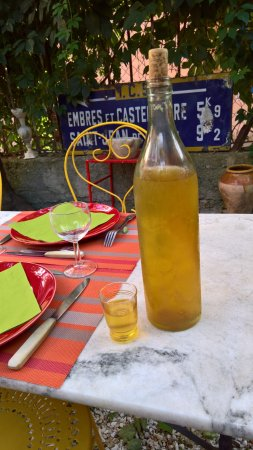 Durban-Corbieres, France: Bertrand's vin citron aperatif, very tasty, served on the terrace