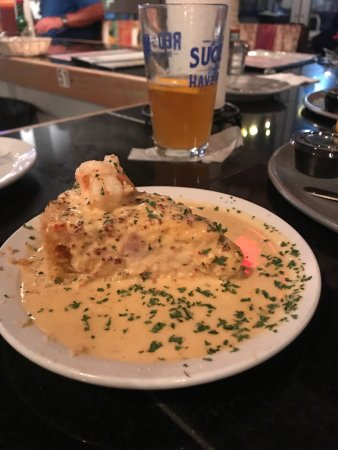 Southern Pines, NC: Dinner was great! Shrimp n grits, stuffed mushrooms, and live music