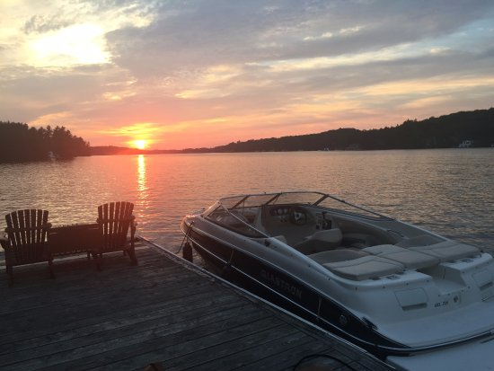 Port Carling, Canada: Sunset from the main dock