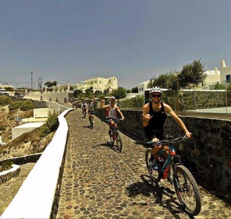 Karterádhos, กรีซ: Ebike tour Santorini, bike tours, cycling Santorini, rent a bike