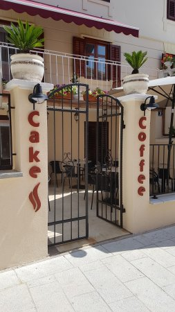 Cake & Coffee Specialty Coffee Bar
