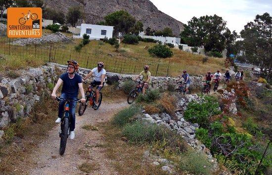Karteradhos, Greece: Ebike tour Santorini, bike tours, cycling Santorini, rent a bike