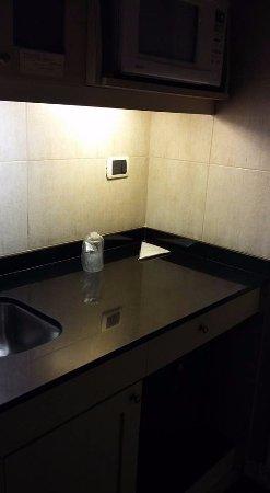Tucuman Center Hotel: kitchenette