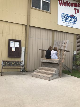 Crystal Beach, TX: Stingaree marina and restaurant- waited outside with sons dog so he and his children could eat .