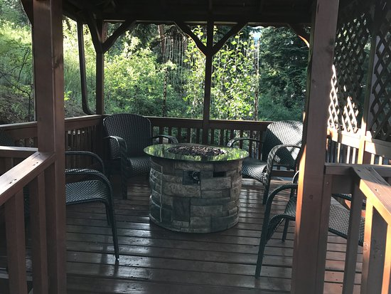 Aspen Winds on Fall River: Gazebo with fire pit and seating area - Gazebo With Fire Pit And Seating Area - Picture Of Aspen Winds On