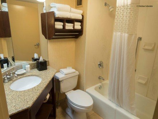 Westport, MA: Banheiro pequeno e antigo