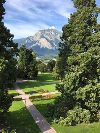 Bad Ragaz, Suiza: View from our room of the wonderful grounds and Swiss Alps