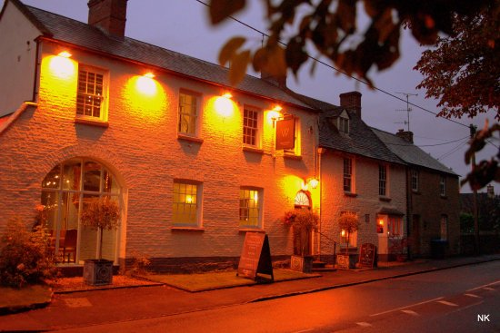 Shipton under Wychwood, UK: Whychwood Inn