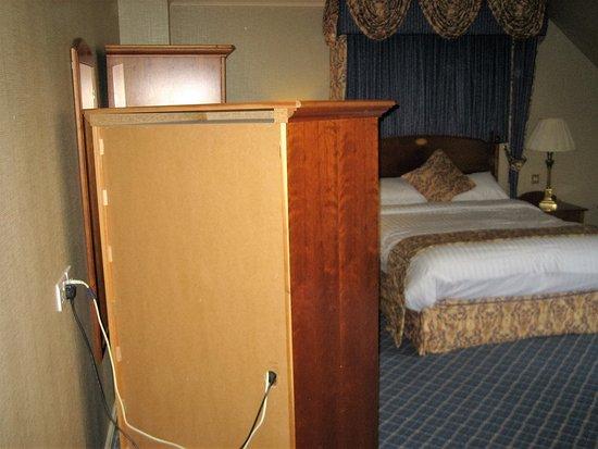 Escrick, UK: First impression of Superior Room, back of a cabinet
