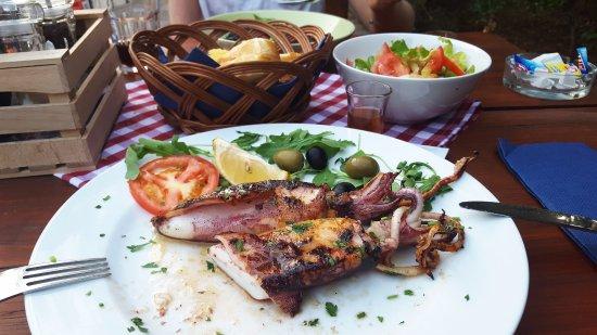 Komiza, Kroatien: Grilled squids <3