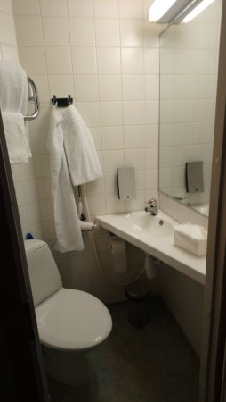 Vantaa, Finland: Small, very small bathrom