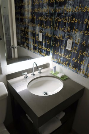 Fifty NYC–an Affinia hotel: Super tiny bathroom