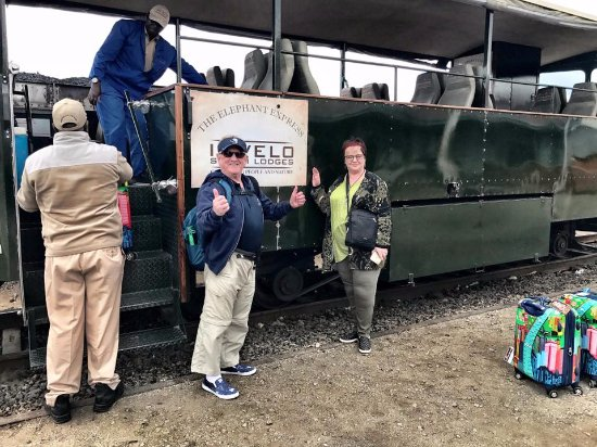Parque Nacional de Hwange, Zimbabue: From Vic Falls we Imvelo's Elephant Express.