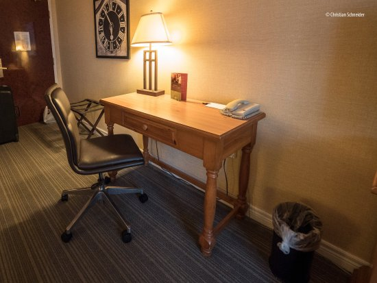 Quality Inn & Suites: Mesa de trabalho