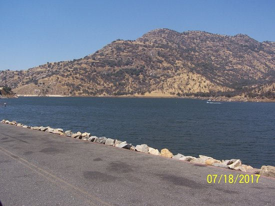 Lemon Cove, CA: View of lake from parking lot