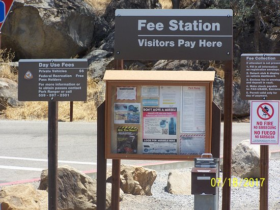 Lemon Cove, CA: Fee station info