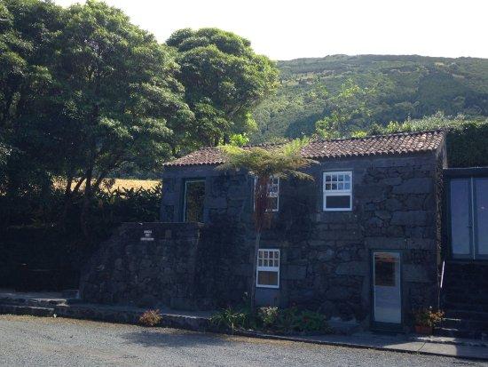 São Roque do Pico, Portugal: façade du gîte