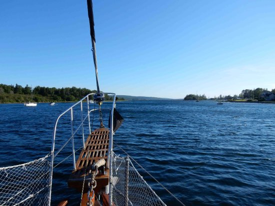 Baddeck, Canadá: View from the boat