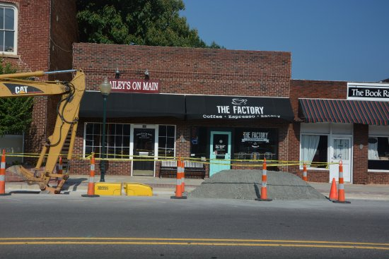 Mocksville, NC: Street Construction but still open