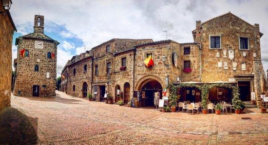 Sovana, Włochy: bar della taverna piazza del pretorio