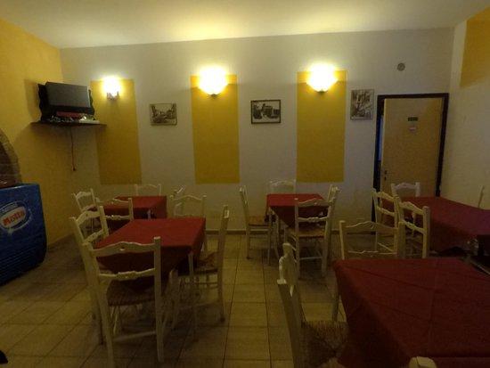 Sovana, Włochy: sala interna bar
