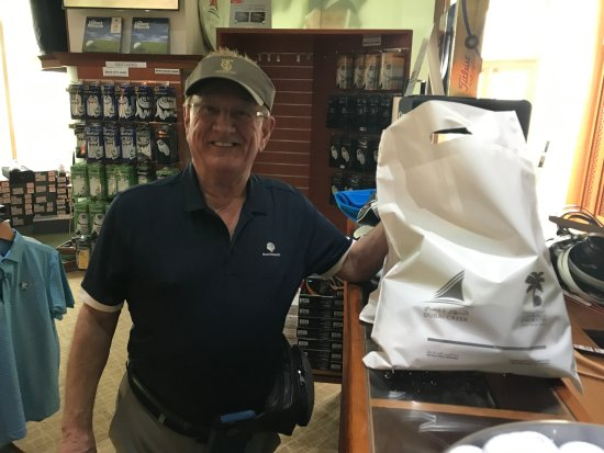 The Address Montgomerie Dubai Golf Course : Pictures of the man buying shirts.