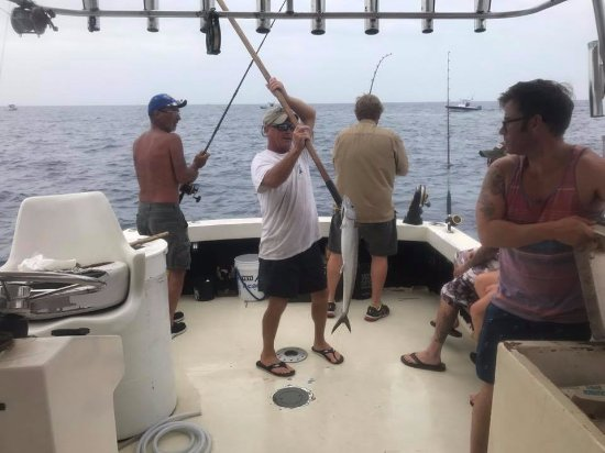 Port Canaveral, Флорида: Having a great time catching fish