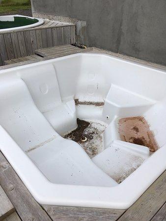 Hotel Reykjanes: verschmutzter Hot Pot