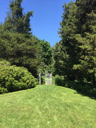 Beverly, MA: Long Hill Gardens