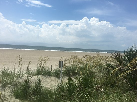 Folly Beach County Park has lifeguards, snack shack, chair/umbrella rentals and restrooms. No cr