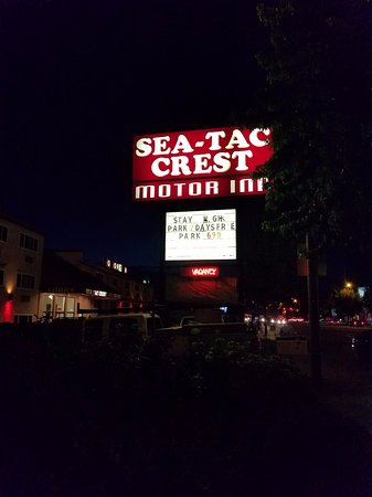 SeaTac Crest Motor Inn: outside