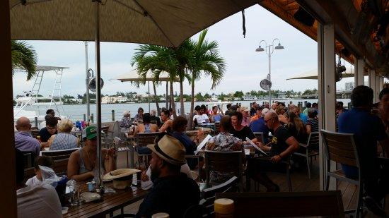 North Bay Village, FL: Shuckers Dockside Bar & Grill