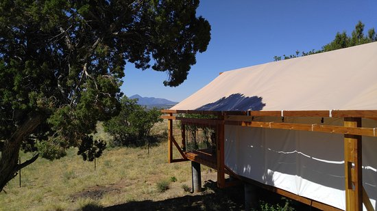Dolores, CO: Glamping tents and back bathrooms.