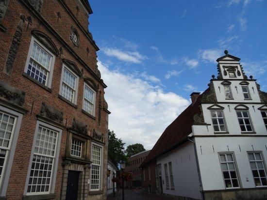 Provinz Overijssel, Niederlande: MUSEUM LINKS VLAKBIJ BASILIEK OLDENZAAL