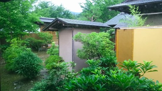 Hirono-cho, Japón: 各部屋に中庭に続くベランダがあり、仕切りで見えないようになってます