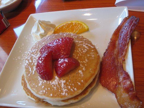 Holiday Inn Chicago Downtown: Dining at Sunny's. Child's breakfast.