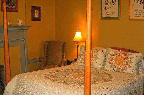 North Garden, VA: Sarah Gillocke Room