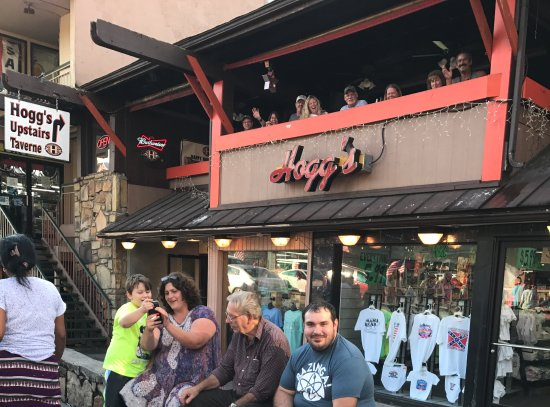 Hogg's Upstairs Taverne: Hogg's Upstairs Tavern on the Parkway 2017