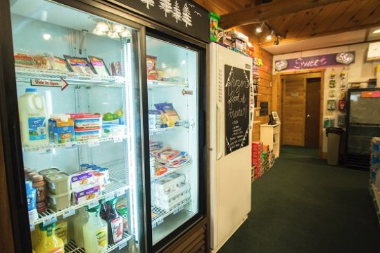 Watersmeet, มิชิแกน: Convenience Store with Beer/Wine/Dairy/etc.