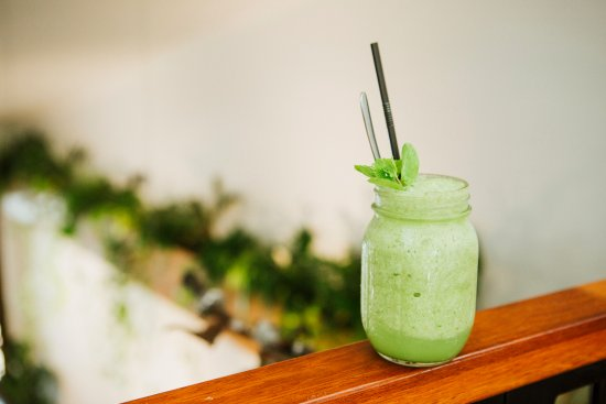 Monica's Cafe: Green apple, cucumber, celery, lemon, ginger