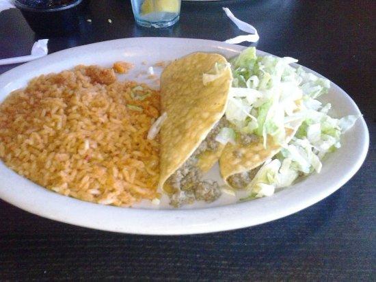Γκάρλαντ, Τέξας: Beef tacos with double rice