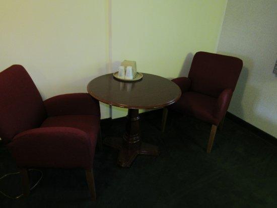 Hyannis Inn Motel: Queen Deluxe Room