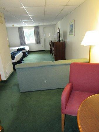 Hyannis Inn: Queen Deluxe Room